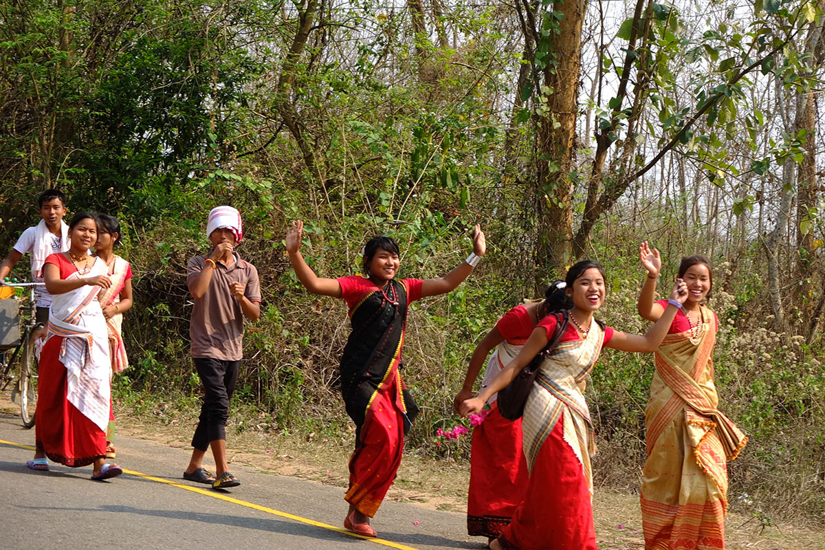 indians in traditional dress